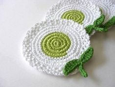 Most up-to-date Totally Free Crochet coasters leaves Thoughts Maria Stechschulte White Green Light Flowers Crochet Coasters . Crochet Kitchen, Crochet Home, Love Crochet, Crochet Gifts, Crochet Motif, Crochet Doilies, Crochet Flowers, Knit Crochet, Crochet Patterns
