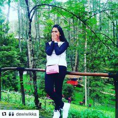 #Repost @dewiwikka with @repostapp  Aku hdup buat cari temen bukan musuh...  . .  : @randyyankeeshop.  #testimonialshiping #randyyankeeshop #randyyankee #testimoni #vanssk8 #vansfullwhite #vans