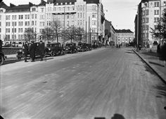 Taksiasema Fleminginkadulla Helsingin kaupunginmuseo Eric Sundström 1928 Map Pictures, Helsinki, Time Travel, Finland, Maps, Street View, World, History, The World