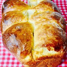 Easter Brioche courtesy of Paul Hollywood British Baking Show Recipes, British Bake Off Recipes, Welsh Recipes, Great British Bake Off, Paul Hollywood Brioche, Paul Hollywood Scones, Brioche Recipe, Easy Bake Oven, Yeast Bread Recipes