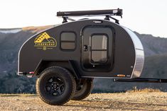 Would you like to go camping? If you would, you may be interested in turning your next camping adventure into a camping vacation. Camping vacations are fun Off Road Teardrop Trailer, Teardrop Camping, Off Road Camper Trailer, Camper Trailers, Teardrop Trailer Plans, Cargo Trailers, Rv Campers, Small Travel Trailers, Small Trailer