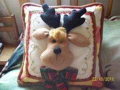 Ideas que mejoran tu vida Christmas Cushions, Christmas Fabric, Felt Christmas, All Things Christmas, Christmas Crafts, Christmas Decorations, Xmas, Christmas Ornaments, Christmas Animals