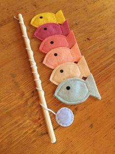 felt Toddler Educational Toys, Magnet Felt Fishing Game, Fishing Kids Game, Handmade Toys, Waldorf T Fabric Fish, Felt Fish, Handmade Felt, Handmade Ideas, Handmade Baby Gifts, Diy Ideas, Felt Toys, Toddler Toys, Toddler Games