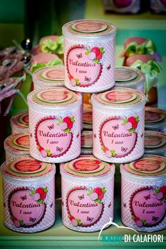 Lembrancinhas Party Cakes, Party Favors, Tin Can Art, Strawberry Shortcake Birthday, Invitation Cards, Invitations, Medieval Party, Altered Bottles, 1st Birthday Parties