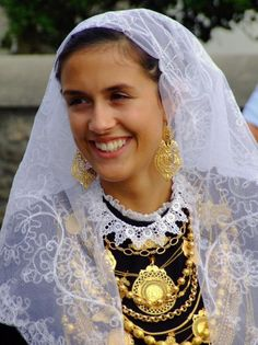 Minhota - traditional bride costume from north (Minho)Portugal Bride Costume, Folk Costume, Beautiful World, Beautiful People, Costumes Around The World, Portuguese Culture, Spain And Portugal, Traditional Dresses, Traditional Weddings