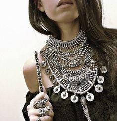90 new Boho looks for the spring. Gypsy Jewelry, Tribal Jewelry, Body Jewelry, Boho Jewellery, Silver Jewelry, Colar Fashion, Fashion Jewelry, Neck Piece, Diy Necklace
