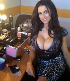 sexy cougar looking for men