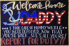 This is the ultimate list of military homecoming signs! Make the day you have been waiting for special with an amazing welcome home sign! Marine Homecoming, Military Homecoming Signs, Homecoming Posters, Military Signs, Military Party, Homecoming Dresses, Welcome Home Signs For Military, Welcome Home Daddy, Signs For Mom