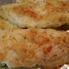 Broiled Tilapia Parmesan - 2 Points - I would use haddock, swordfish, cod, flounder instead of tilapia. Much healthier fish. Also I would replace 1 T mayonnaise with Fage Greek yogurt. Skinny Recipes, Ww Recipes, Quick Recipes, Quick Meals, Cooking Recipes, Healthy Recipes, Shellfish Recipes, Seafood Recipes, Savoury Dishes
