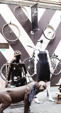 Bike wheels and chevrons Vossen Wheels, Car Wheels, Bicycle Basket, Visual Display, Custom Wheels, Cheap Cars, Visual Merchandising, Chevron, Urban