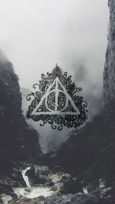 Image uploaded by Lily Robledo. Find images and videos about wallpaper, harry potter and hogwarts on We Heart It - the app to get lost in what you love. Harry Potter Tumblr, Harry Potter World, Mundo Harry Potter, Harry Potter Love, Harry Potter Fandom, Harry Potter Universal, Hogwarts, Slytherin, Harry Potter Lock Screen