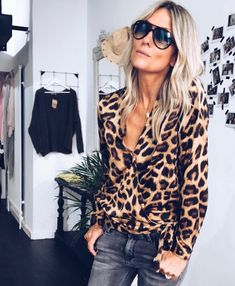 Belle chemise léopard - Care Skin Condition and Treatment Oil Makeup Fashion 2020, Love Fashion, Autumn Fashion, Fashion Looks, Womens Fashion, Mode Outfits, Casual Outfits, Fashion Outfits, Leopard Print Outfits