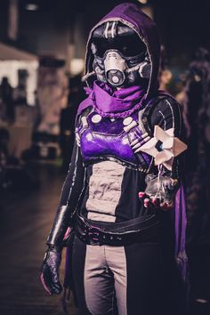 Beautiful Hunter cosplay from Destiny Destiny Cosplay, Destiny Costume, Cosplay Armor, Marvel Cosplay, Anime Cosplay, Cool Costumes, Cosplay Costumes, Halloween Costumes, Cosplay Ideas