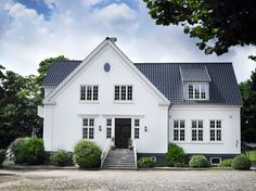 White Exterior Houses, Scandinavian Cottage, Home Focus, Nordic Home, Classic House, House Goals, Cottage Homes, My Dream Home, Exterior Design
