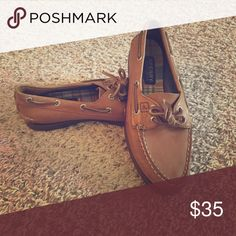 Sperry Boat Shoes Leather. Non marking Sperry boat shoes. Very gently used. Size 7 Sperry Top-Sider Shoes Flats & Loafers