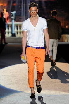 this is my summer look, mixing orange with blue