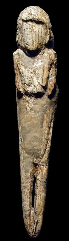 MALTE Figurine d'une femme avec des os de mammouth Dimensions:. Hauteur 13,4 cm Âge 22000 - 21000 années Sculpture Art, Sculptures, Fertility Symbols, Early Middle Ages, Mother Goddess, Tutankhamun, Divine Feminine, Female Images, Antiquities