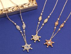 Beaded snowflake PATTERN http://www.ecrafty.com/casearch.aspx?SearchTerm=snowflake