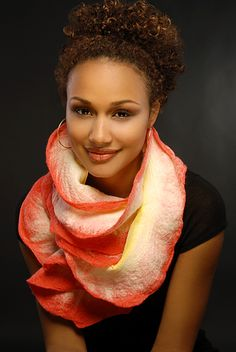 fascinating ideas to make felt scarves - crafts ideas - crafts for kids Felt Purse, Felting Tutorials, Woman Standing, Nuno Felting, Felt Art, Felt Flowers, Felt Crafts, Wearable Art, Wool Felt