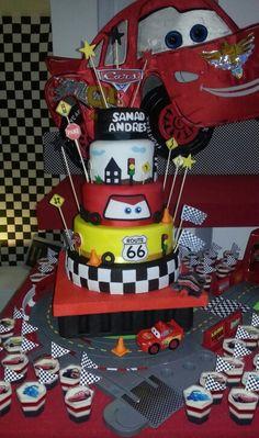 Torta Cars y gelatinas en Shots