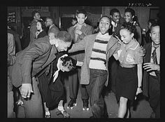 Russell Lee - Having fun at rollerskating rink of Savoy Ballroom, Chicago, Illinois (1941)