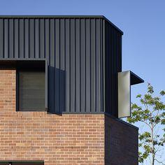 Brisbane Architects - Lockyer Architects sustainable, memorable award winning architecture and design. Brick Architecture, Residential Architecture, Architecture Details, Industrial Architecture, House Cladding, Metal Cladding, Wall Cladding, Brisbane Architects, External Cladding