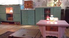 Oude kastjes van Marktplaats in een kleur gemaakt en neergezet als een kast!