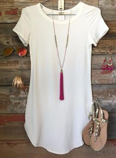 The Fun in the Sun Tunic Dress in White is comfy, fitted, and oh so fabulous! A great basic that can be dressed up or down!   Sizing: Small: 0-3 Medium: 5-7 Lar