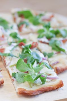Prosciutto, Pear and Gorgonzola Pizza