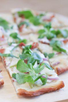 Prosciutto, Pear and Gorgonzola Pizza