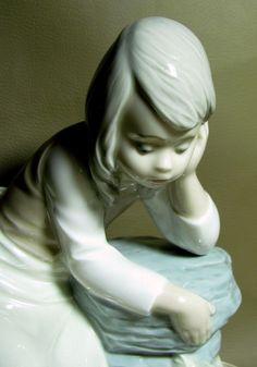 NAO LLADRO Figurine #10137 SAD MILKMAID GIRL Spilled Spilt Milk Bucket Retired