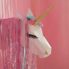 Trophée licorne en papier #licorne #unicorn #trophee #party #sweettable… More