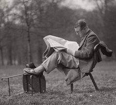 U.K. Man Reading at Lunchtime in Hyde Park, 1934 // Emil Otto Hoppé