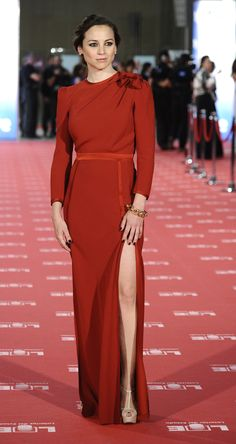 Leonor Waitling de Miriam Ocariz Spanish Woman, Spanish Style, Celebs, Celebrities, Celebrity Pictures, Sexy Body, Beautiful Dresses, Red Carpet, Gowns
