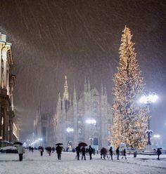 La neve su piazza Duomo dicembre 2017