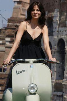 All things Lambretta & Vespa Moto Vespa, Vespa Scooters, Vespa Motorcycle, Piaggio Vespa, Lambretta Scooter, Motor Scooters, Michelle Monaghan, Vespa Vintage, Vespa Girl