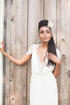 Love the simplicity. Could be replicated with faux locs if the bride isn't naturally 'locd. Goddess locs in this look would give a bohemian vibe