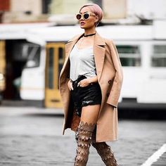 Micah shows how to pull off wearing a Sumissura coat with shorts! What do you think about this look? Visit our website with link in @sumissura bio