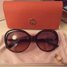 Tory Burch sunglasses Tory Burch sunglasses worn once, nothing wrong with them just not my style. Has a nice tortoise pattern on the sides. No scratches or marks very clean. Comes with case and dust bag.           ⭐️you can make me an offer if you        don't like the price! Tory Burch Accessories Sunglasses