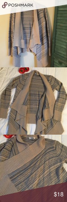 Sweater Super warm and comfy sweater cardigan. Tan and gray print. 50% acrylic, 30% wool, 20% nylon. Size Medium, could also fit a Large. Kenar Sweaters Shrugs & Ponchos