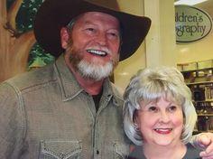 Craig Johnson writer of the books Longmire tv show. Longmire Series, Walt Longmire, Best Series, Tv Series, Craig Johnson, Famous Detectives, Cowboy Gear, True Grit, Book Tv