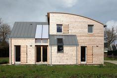 Pour un habitat sain, rien de tel que des matériaux sains Respecter la RT 2012 avec des matériaux biosourcés, un jardin d'hiver, un poêle bois et une VMC d