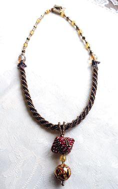 Emi Yamada - TOHO Beads Presents: Three-Dimensional Triangle Pendant Necklace - Bead&Button Show