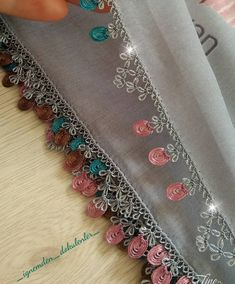 @_ignemden_dokulenler_ 👈 #günaydın #igneoyasimodelleri #sunum #elemeği #göznuru #ceyizlik #havlu #mutfakhavlusu #namazörtüsü #tülbent… Crochet Borders, Crochet Stitches, Embroidery Stitches, Baby Knitting Patterns, Crochet Patterns, Gifts For Mom, Diy And Crafts, Cross Stitch, Crafty