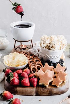 Chocolate Fondue Dessert Board - Yoga of Cooking Rich and decadent Chocolate Fondue is perfect for a date night in! This easy dessert board features fun dipping options and is best enjoyed with your favorite wine. Dessert Simple, Slow Cooker Desserts, Easy Chocolate Fondue Recipe, Chocolate Fondue Bar, Easy Desserts, Dessert Recipes, Party Food Platters, Dessert Platter, Fondue Party