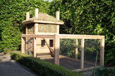 Kippenhok gemaakt naar een model van een Sallandse Hooiberg. Het dak is van Sedum.