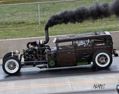 """Rat rods are nothing but an automotive phenomenon. Indeed, who could imagine these rusty jalopies, derisively dubbed """"rat rods"""" would become a whole subculture? Rat Rods, Rat Rod Cars, Jet Packs, Rat Rod Diesel, Diesel Trucks, Carros Audi, Automobile, Sweet Cars, Us Cars"""