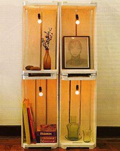 Ideia linda para fazer uma pequena estante com caixotes de madeira