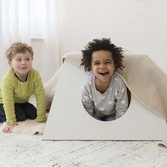 Kindertisch / Spielhaus von JulicaDesign auf DaWanda.com
