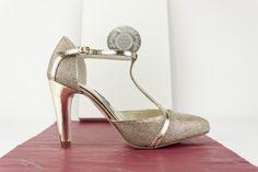 #zapatos #salon #glitter #metal #espejo #shoes #hebilla #detalles #fashion #handcrafted #madeinspain #chaussures #scarpe #schuhe #oinetakoak #sabates #moda #heels CLIC PHOTO TO BUY 0 jorgelarranaga.com